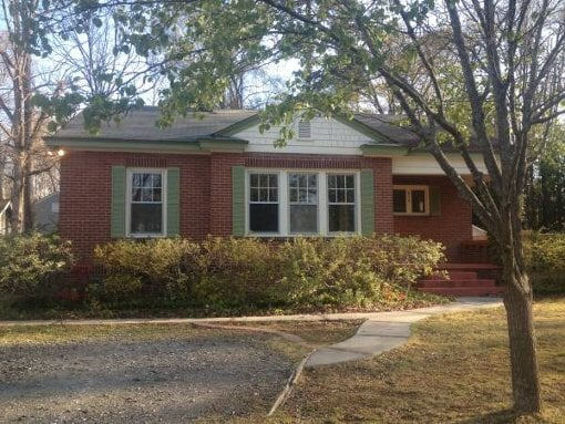 Photo 850 3br - 1350ft2 - Adorable brick bungalow in...
